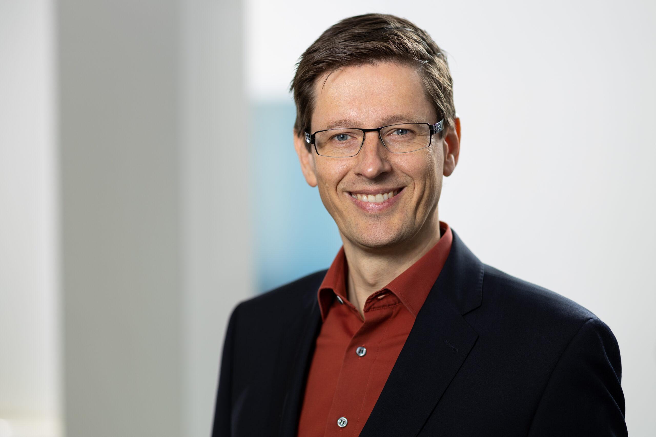 Dr. Claus Köller